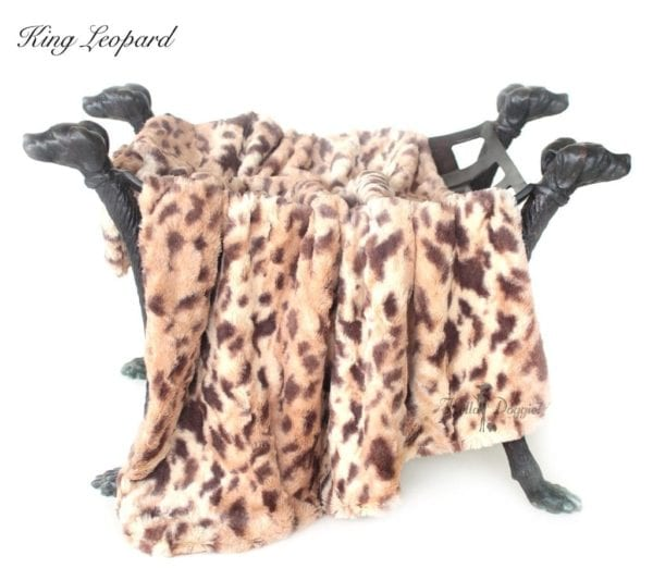 luxe collection blankets in king leopard