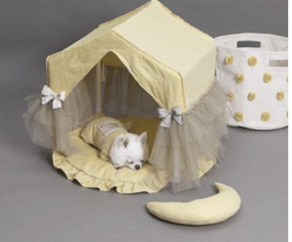 linen peekaboo dog bed in lemon