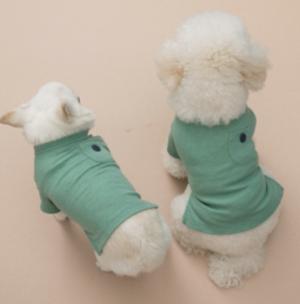 pocket n button dog t-shirt